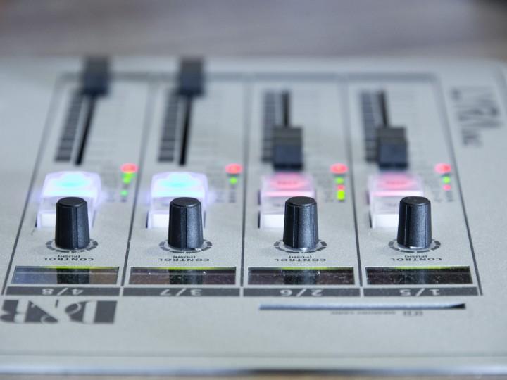 analogue-blur-console-210904